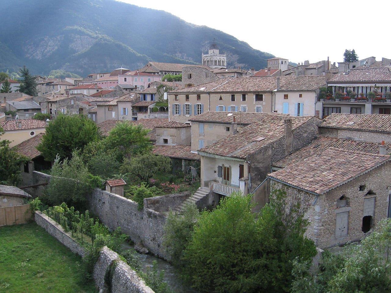 vue du village de Die dans la Drôme