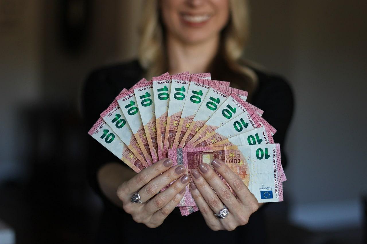 Quel salaire pour emprunter 350000 euros?